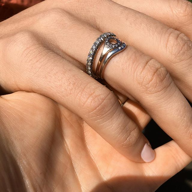 Always mixing metals. Diamond rings from £95 . . . #diamondrings #stackingrings #affordableluxury #solidgold #minimaliststyle #jewellerybrand #hoopandrose