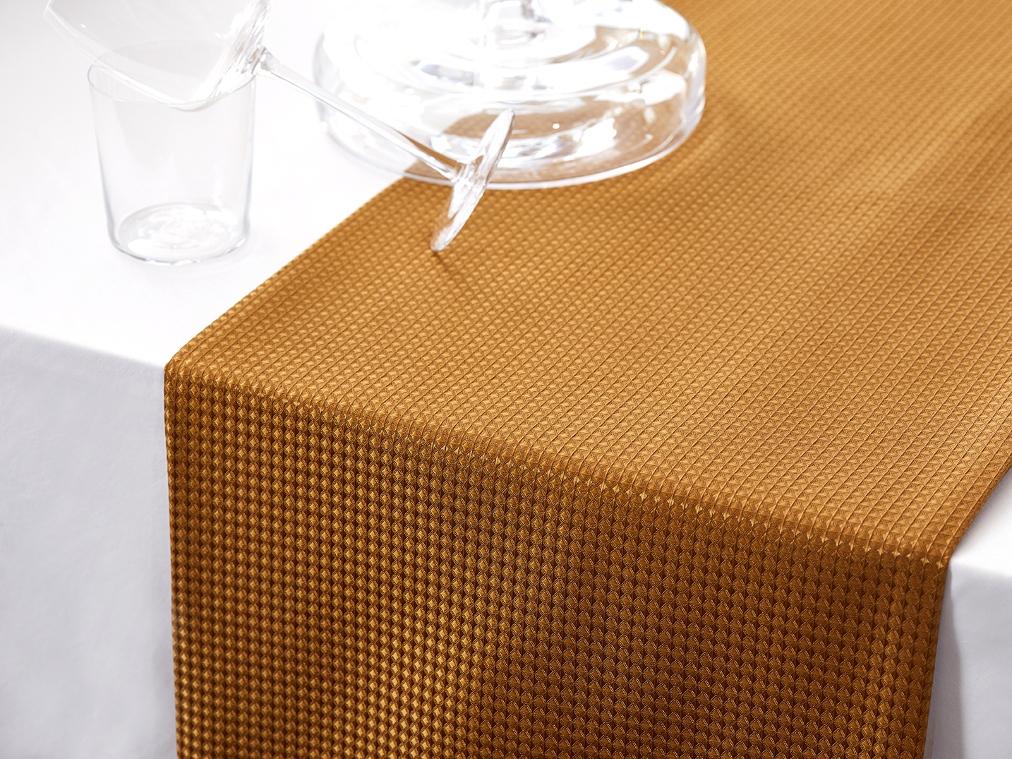 Revival_New_York_Luxury_Table_Linens_Runners_Custom_Products_Hospitality_Hotels