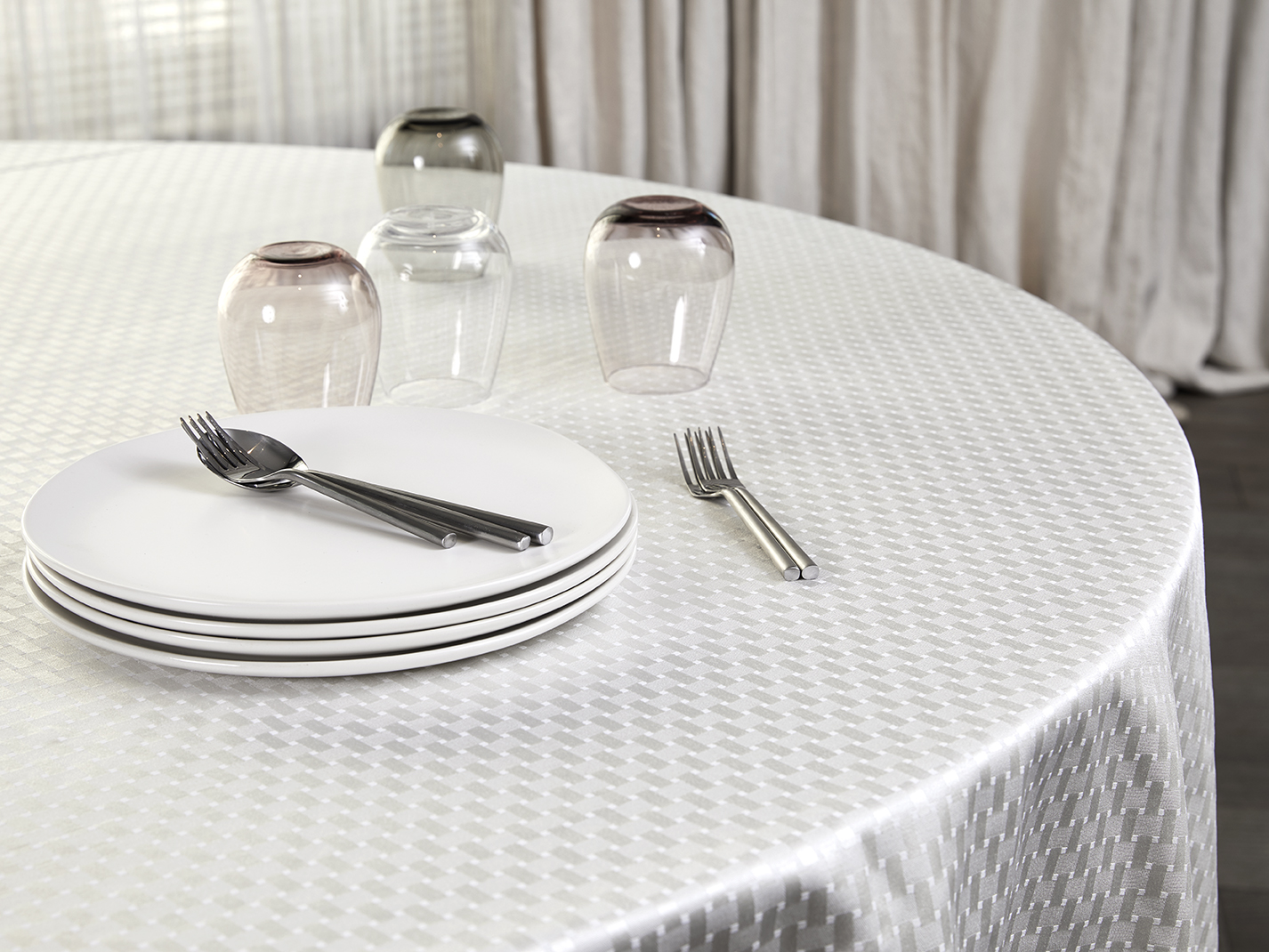 Revival_New_York_Luxury_Table_Linens_Overlays_Underlays_Custom_Products_Hospitality_Hotels