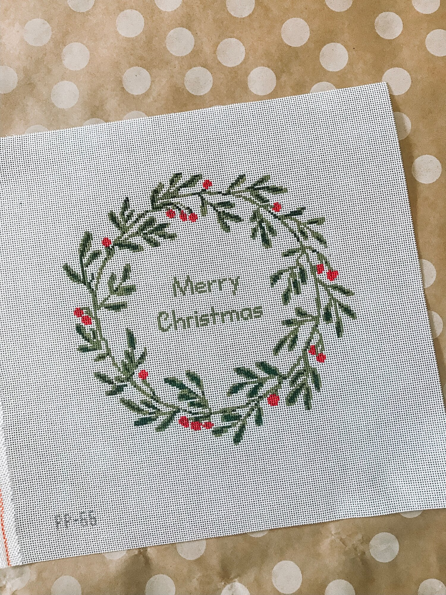 "Christmas Wreath - (PP66) 7"" round on 18 mesh"