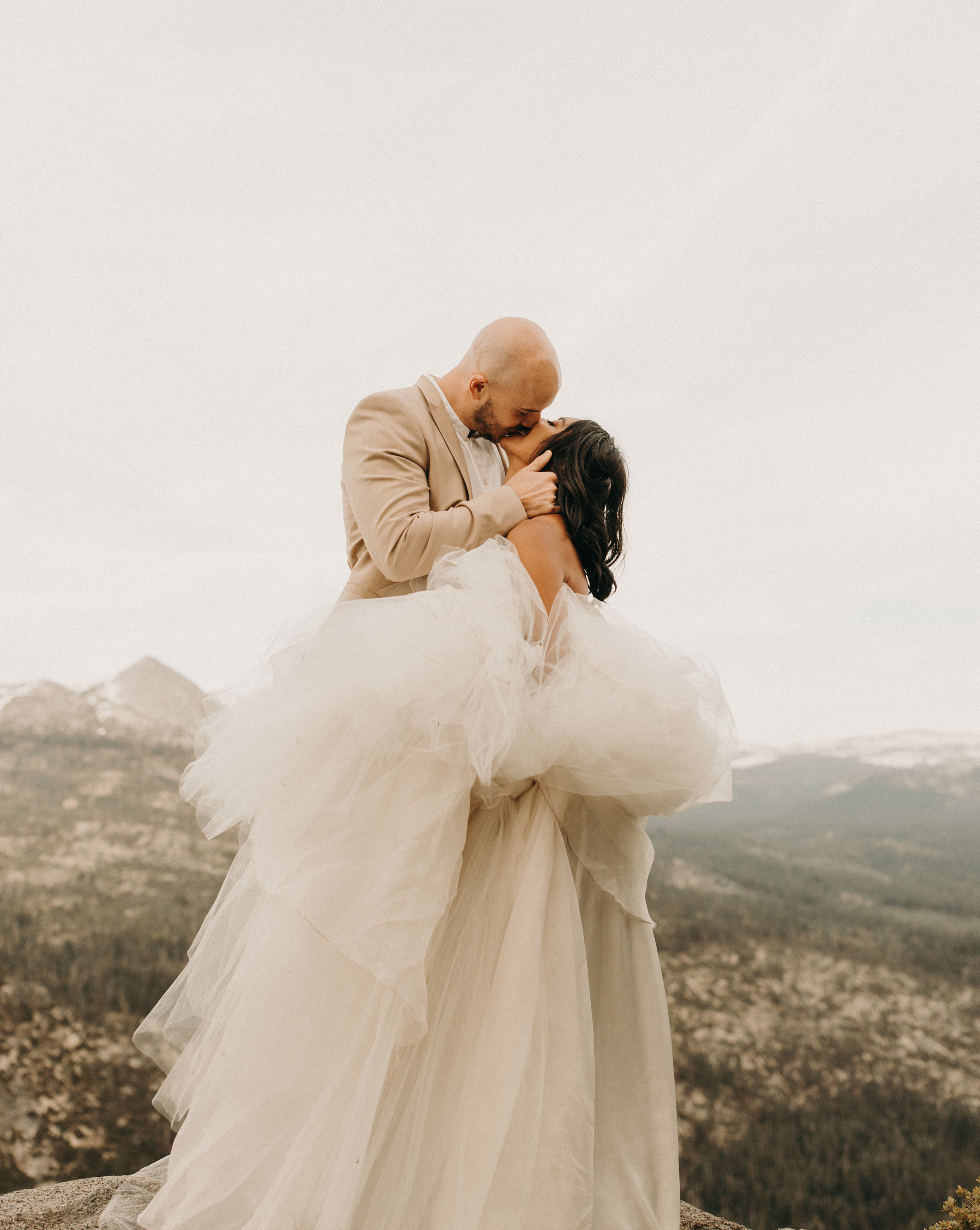 elopements are a way of intentionally going back to the core of what a wedding day really is about :sharing your vows to one another and having the day be a reflection of your relationship. - //