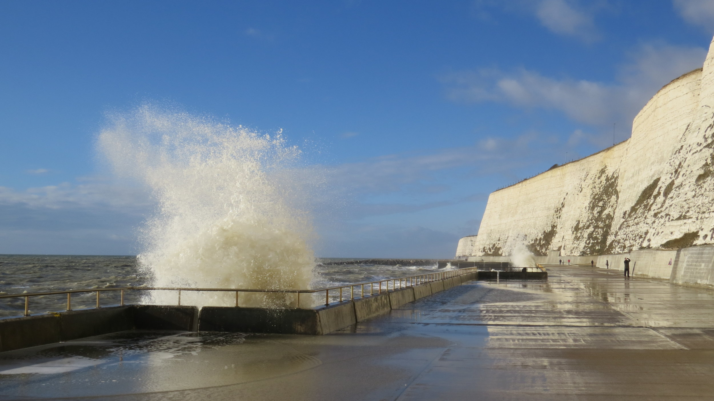 Waves Undercliff Pass