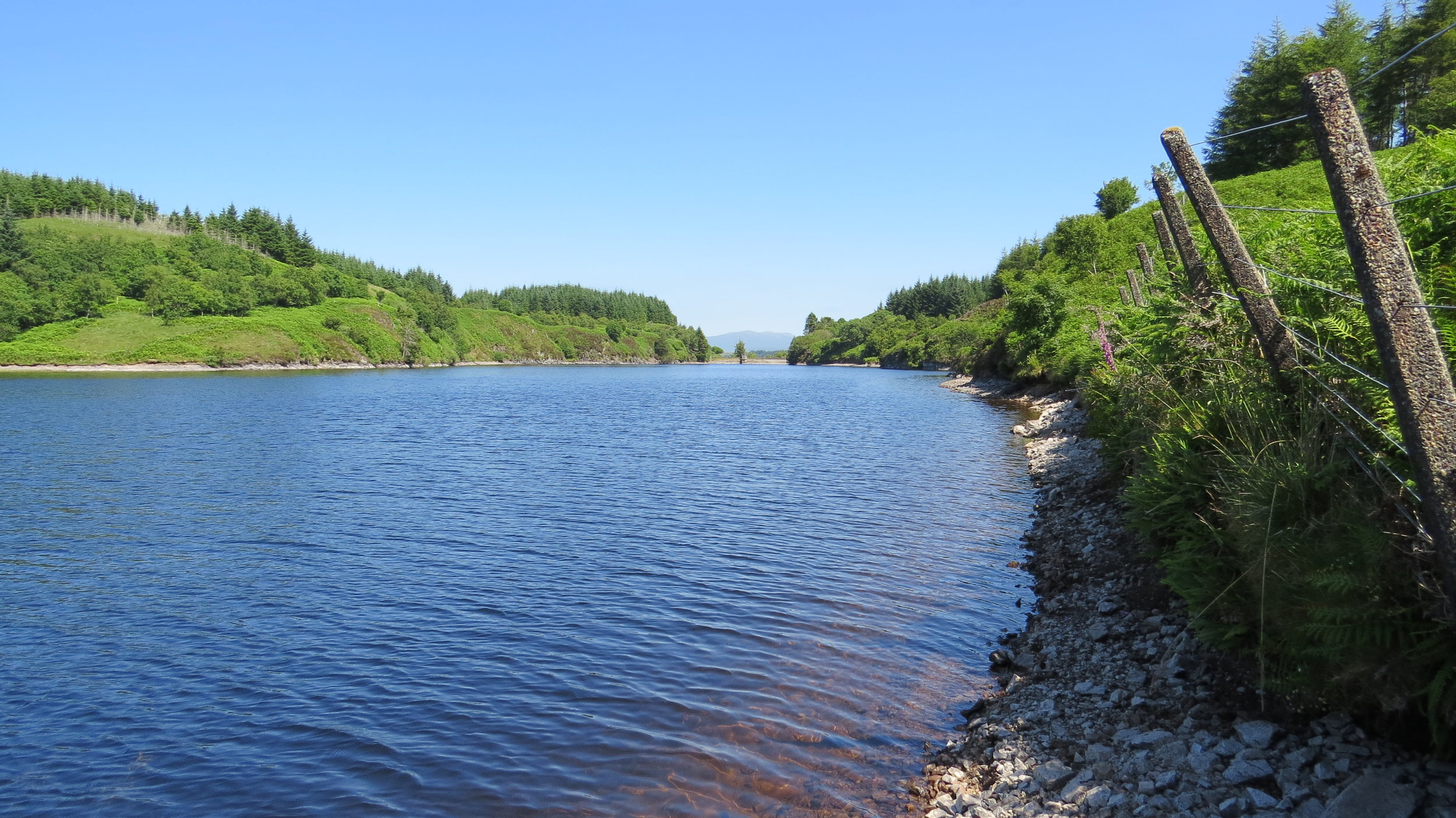 Narrow route along edge of Loch
