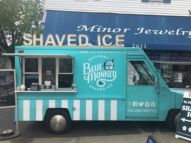 Who doesn't prefer shaved ice from an adorable truck?!@bluemonkeyice caught our eye in the best way while walking around #Nashville