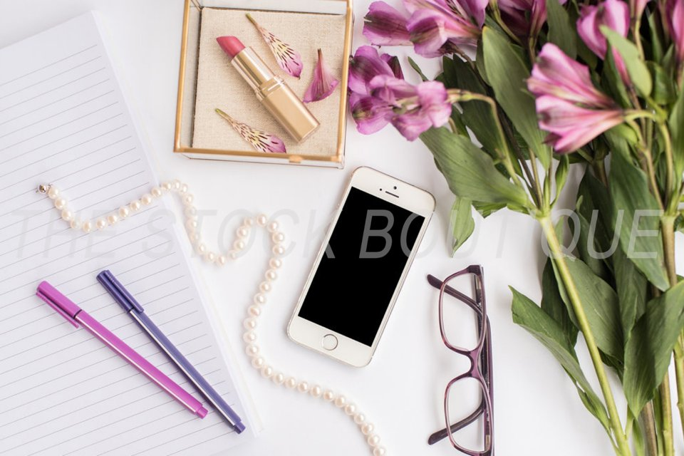 Here are 5 ways to customize stock photos for your small business! www.thestockboutique.com