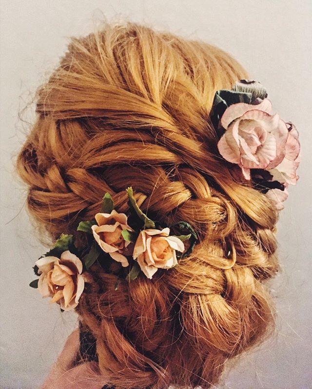 Dnešní trénink 💜  Today's practising 💟 . . . #praha #vizazistkapraha #liceni #hairstyling #hair #weddinghair #acconciature #acconciaturecapelli #uces #praha #svatebniuces #kvetiny #flowergram #inspirace #hairinspiration #inspiration #hairgram #hairstylist #hairstyling