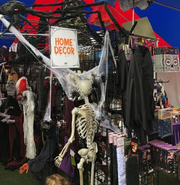 Have you decorated your home/office yet 👹? We have PLENTY of decorations to make your home/office ready for HALLOWEEN 👻👽🤡🤖