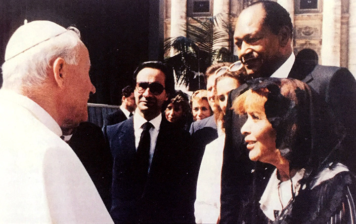 Pope John Paul II greets the Mayor and Mrs Bradley at the Vatican.