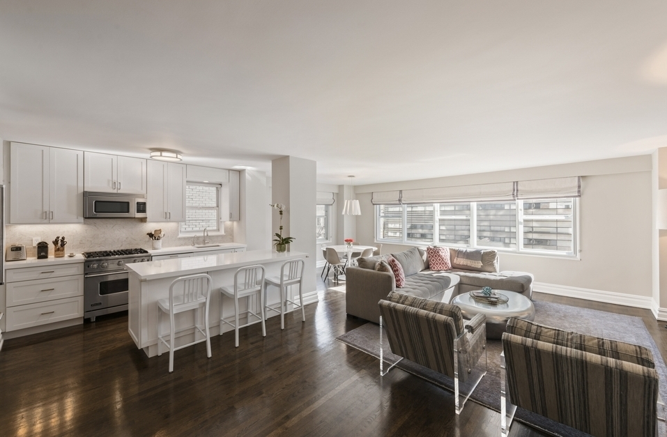 69 Fifth Avenue: 8JH - $3,995,000 // 4 Beds // 3 Baths // Co-opThis remarkable 3-bedroom plus home office, 3-bathroom apartment blends an incredibly thoughtful layout with a sophisticated collection of high-end finishes.