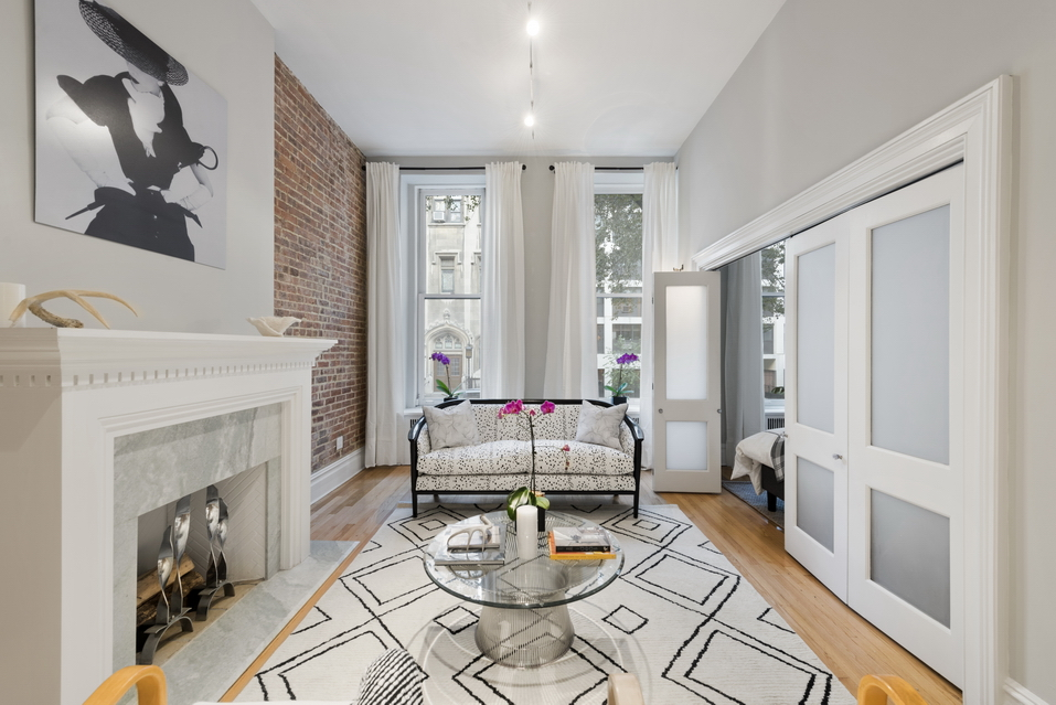 42 East 73rd Street: 2A - $825,000 // 1 Bed // 1 Bath // Co-opAn immaculate pre-war co-op graced with vibrant finishes and plenty of natural light, this 1-bedroom, 1-bathroom home is the quintessence of classic New York City charm