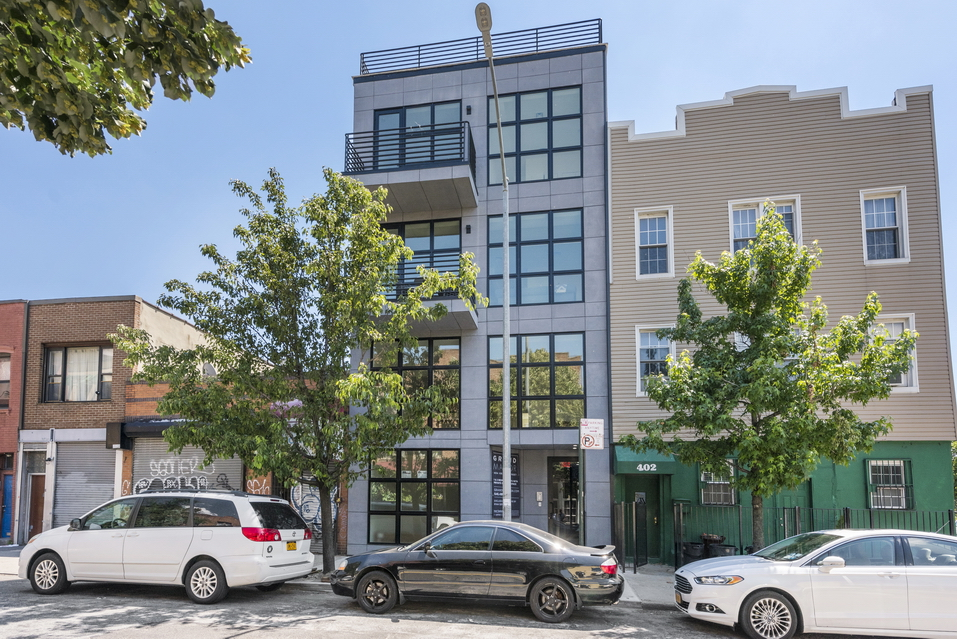 404 Grand Street: Apt 1 - $1,550,000 // 2 Beds // 1.5 Baths // 1,490 SQFTA flawless duplex condo situated in the heart of Williamsburg, this 2-bedroom, 1.5-bathroom home is a paradigm of modern urbanity.