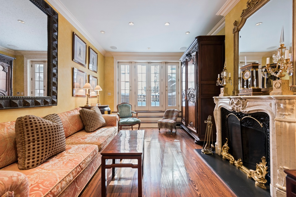 233 West 78th Street - $5,400,000 // 4 Beds // 3.5 Baths // 3,500 SQFT Graced with a bright, picturesque redbrick facade, this immaculate 4-bedroom, 3.5-bathroom single-family townhome is a union of sylvan charm and modern convenience.