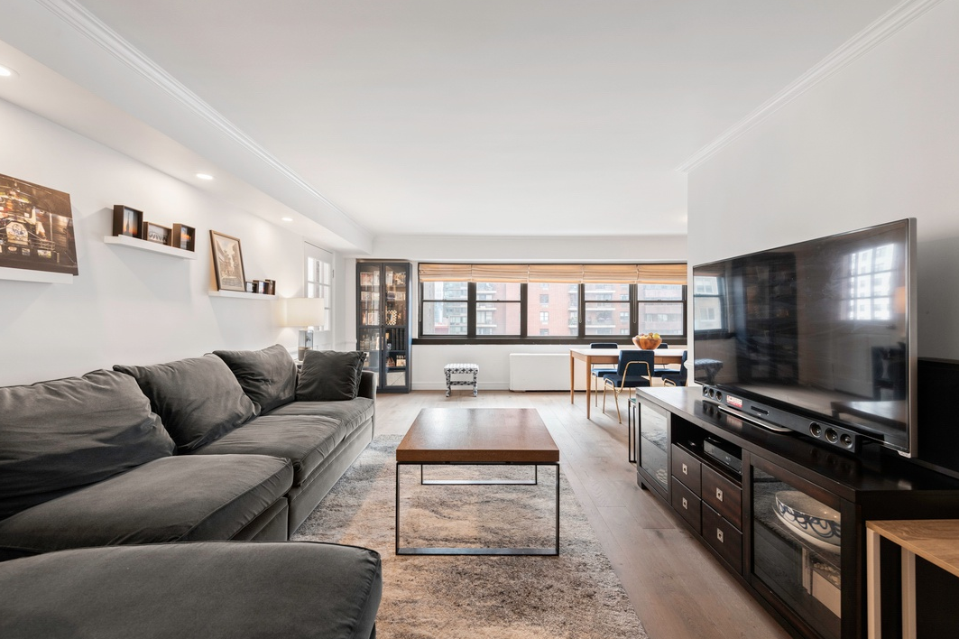 235 EAST 87TH STREET, 10K - $1,485,000 // 2 Beds // 2 BathsA renovated Yorkville co-op graced with a thoughtful layout and a sun-drenched terrace, this convertible 3-bedroom, 2-bathroom home is an exemplar of classic New York City living.