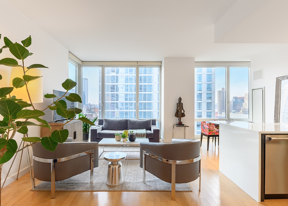 247 WEST 46TH STREET, 1602 - $1,395,000 // 1 Beds // 1.5 Baths // 999 SQFTA mint condition condo that blends an array of deluxe finishes with stunning skyline views, this luminous 1-bedroom, 1.5-bathroom condo is an exemplar of contemporary city living. Features include gorgeous hardwood floors, high ceilings, central heating and cooling, huge floor-to-ceiling windows with western exposure, a Bosch washer/dryer, and a best-in-the-building layout that gives the apartment that feeling of being a true home.