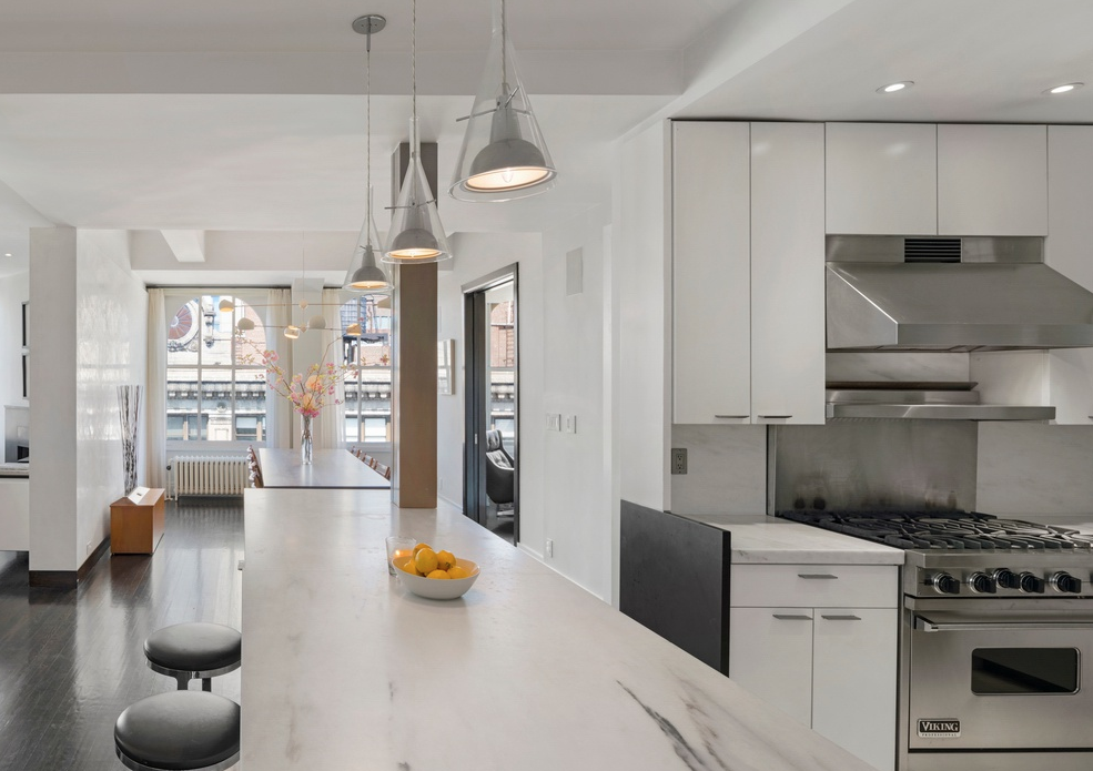 425 PARK AVENUE SOUTH, 20AB - $2,125,000 // 2 Beds // 2 Baths // 1,570 SQFTThis large mint loft, is a paradigm of contemporary city living. The exceptional master suite, 2-bathroom has a flexible layout that allows the creation of 2 bedrooms. Features of this 1,570 sq. ft. apartment include beautiful hardwood floors, large windows with northern, southern, and western exposure, two wood burning fireplaces, custom built-ins, high ceilings, picturesque views of the city skyline that include the Empire State and Chrysler Buildings, and a flexible layout that allows for the creation of an expansive master suite.