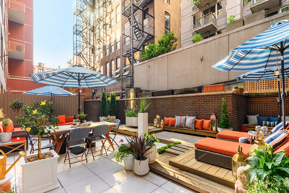 151 WEST 21ST STREET, 1B - $2,700,000 // 2 Beds // 2 Baths // 1,225 SQFT // 1,000 EXT SQFTGet ready to enjoy the ultimate comfort of indoor-outdoor living in this remarkable two-bedroom, two-bathroom home with 1,000 square feet of lush private outdoor garden space in a luxury full-service Chelsea condominium.