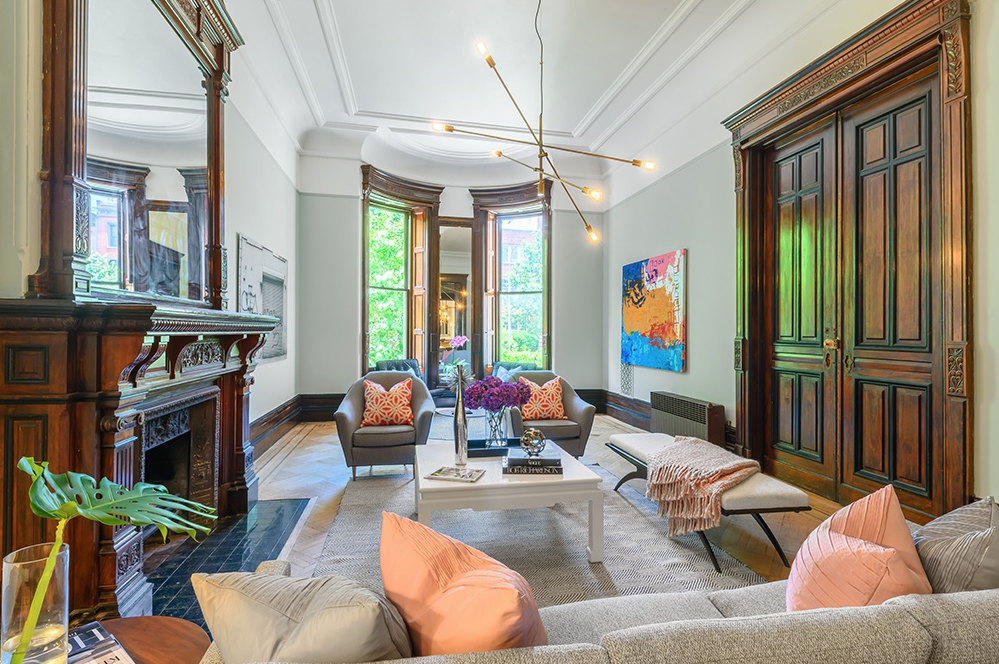 313 CLINTON AVENUE, 1 - $2,500,000 // 3 Beds // 2.5 Baths // 2,860 SQFT313 Clinton Avenue #1 is gorgeous duplex condo imbued with 19th Century elegance and charm on Clinton Hill's highly desirable Mansion Row. This one-of-a-kind 3-bedroom, 2.5-bathroom home is a chic portrait of traditional Brooklyn living.