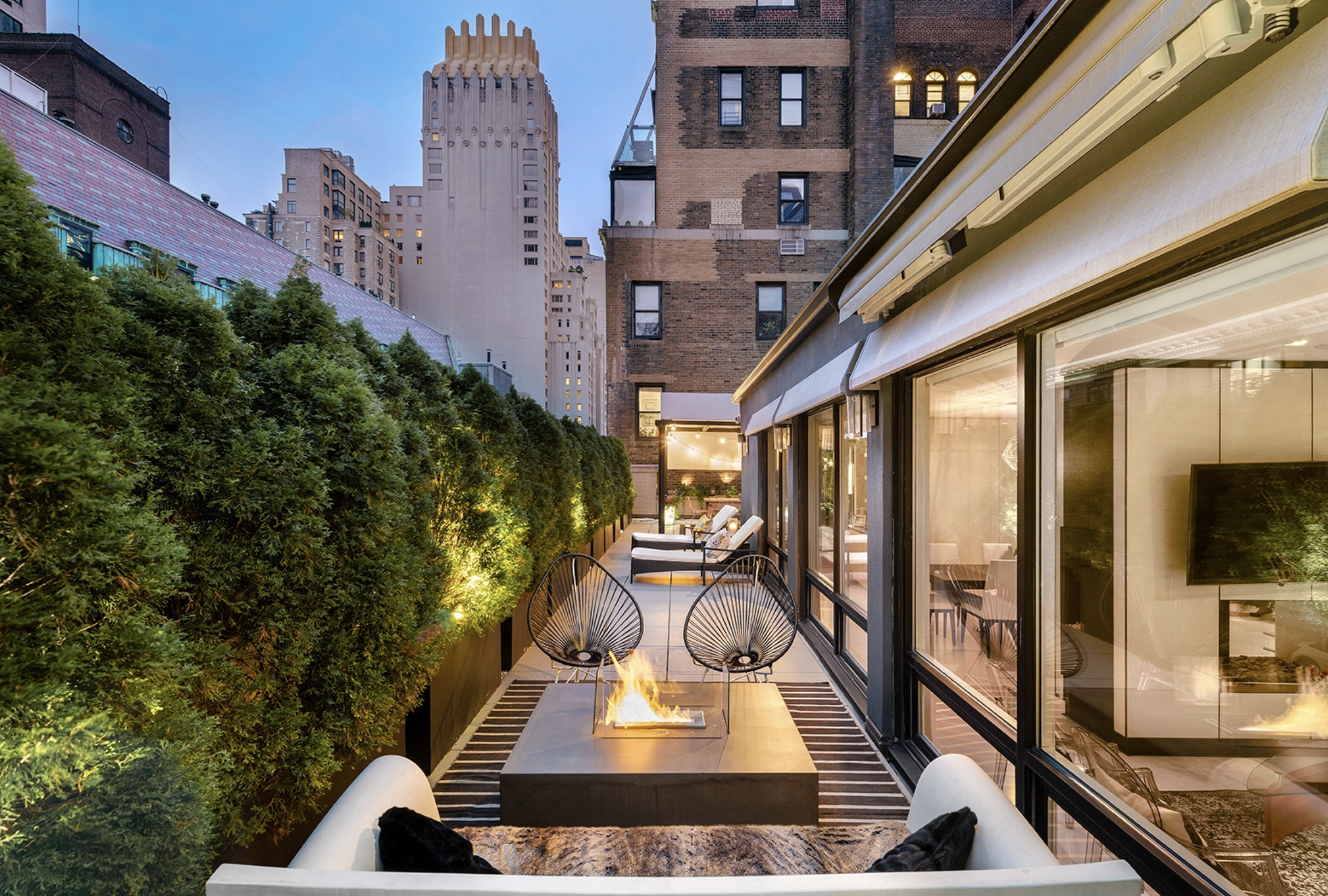 152 WEST 58TH STREET, PH1 - $2,625,000 // 3 Beds // 2 BathsThe Penthouse at 152 West 58th Street is a magnificent newly-built convertible 3-bedroom apartment, with grand interiors and a MASSIVE, one-of-a-kind approximately 2,000 square foot private terrace with iconic 360-degree city views.
