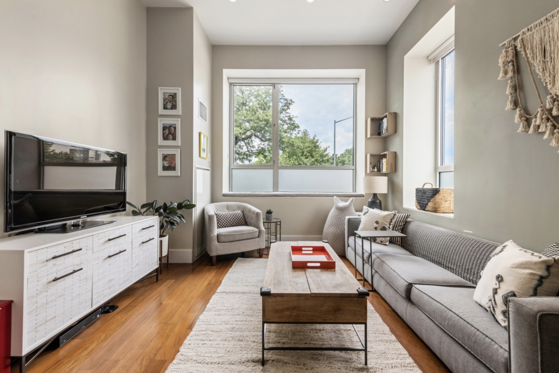 50 BAYARD STREET, 1H - $1,350,000 // 2 Beds // 2 Baths // 1,112 SQFTFor those of you who love loft-like living, your search ends here. The IKON is a converted warehouse built in 1900 which exemplifies Brooklyn living. Unit 1H, is a unique corner split-wing 2-bedroom and 2-bathroom offering triple exposures, dramatic 12-ft ceilings and large windows framing tree-top views of the recently re-vamped McCarren Park.
