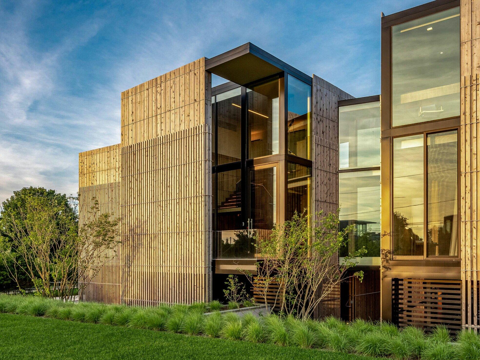 139 SEASCAPE LANE - $16,000,0005 Bedrooms6 Bathrooms // 2 Half Bathrooms5,000 SQFT // Approx. 665 EXT SQ FT
