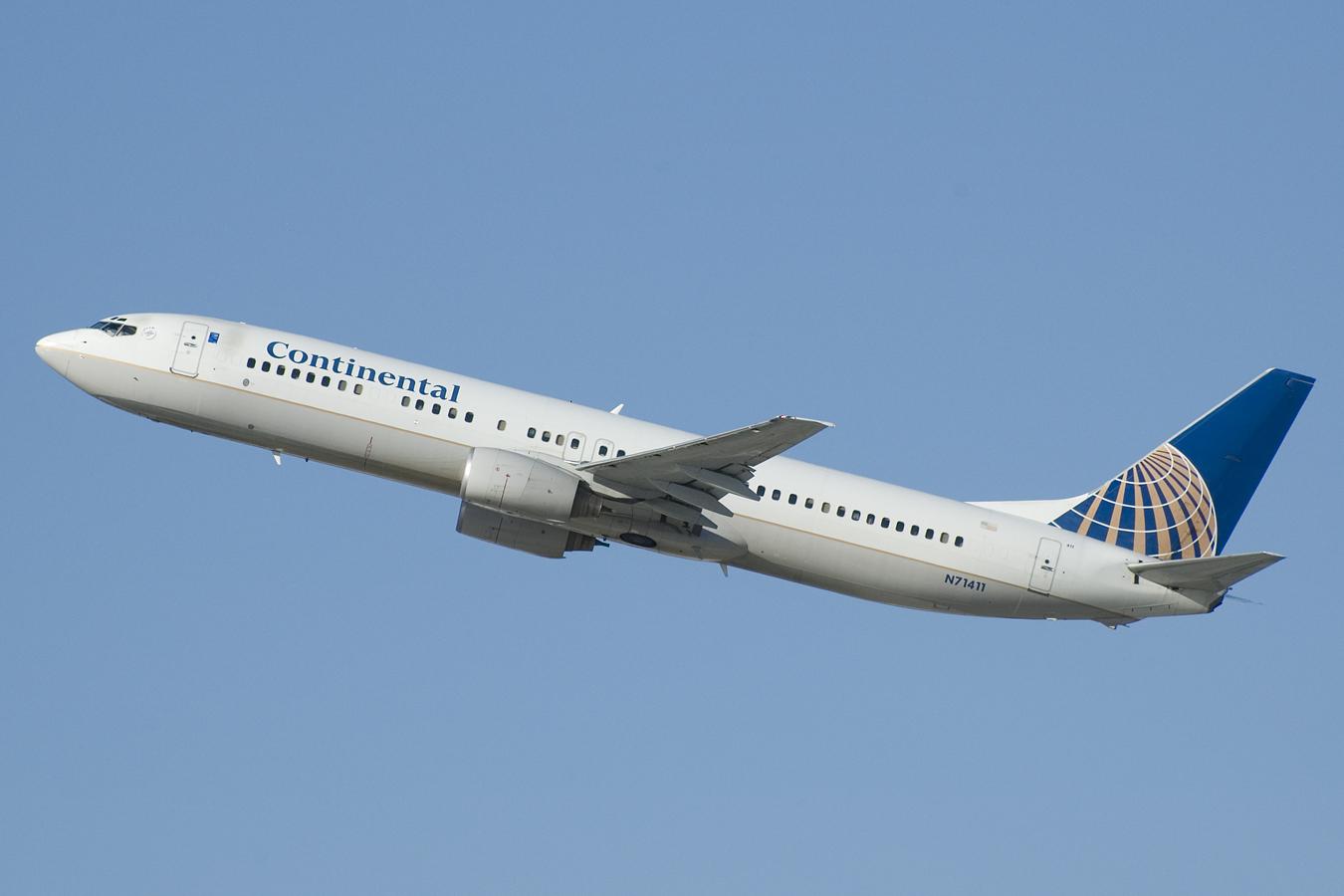 Continental_Airlines_Boeing_737-800_N71411.jpg