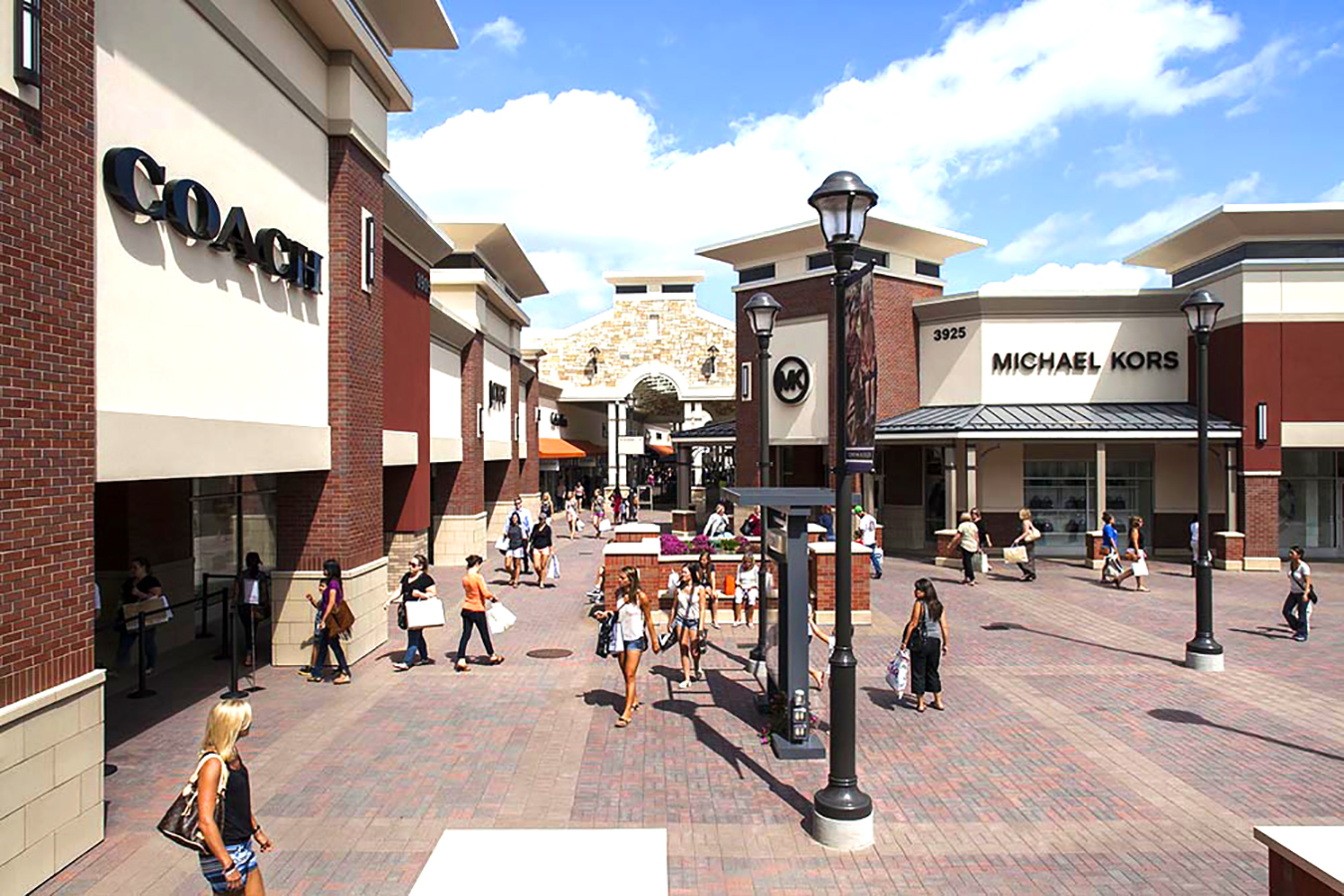 OUTLET SHOPPING AT THE TWIN CITIES PREMIUM OUTLETS