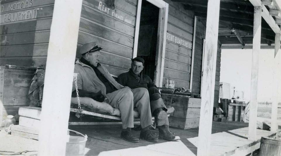 40s_Bill+&+Capt+Carl+1947.jpg
