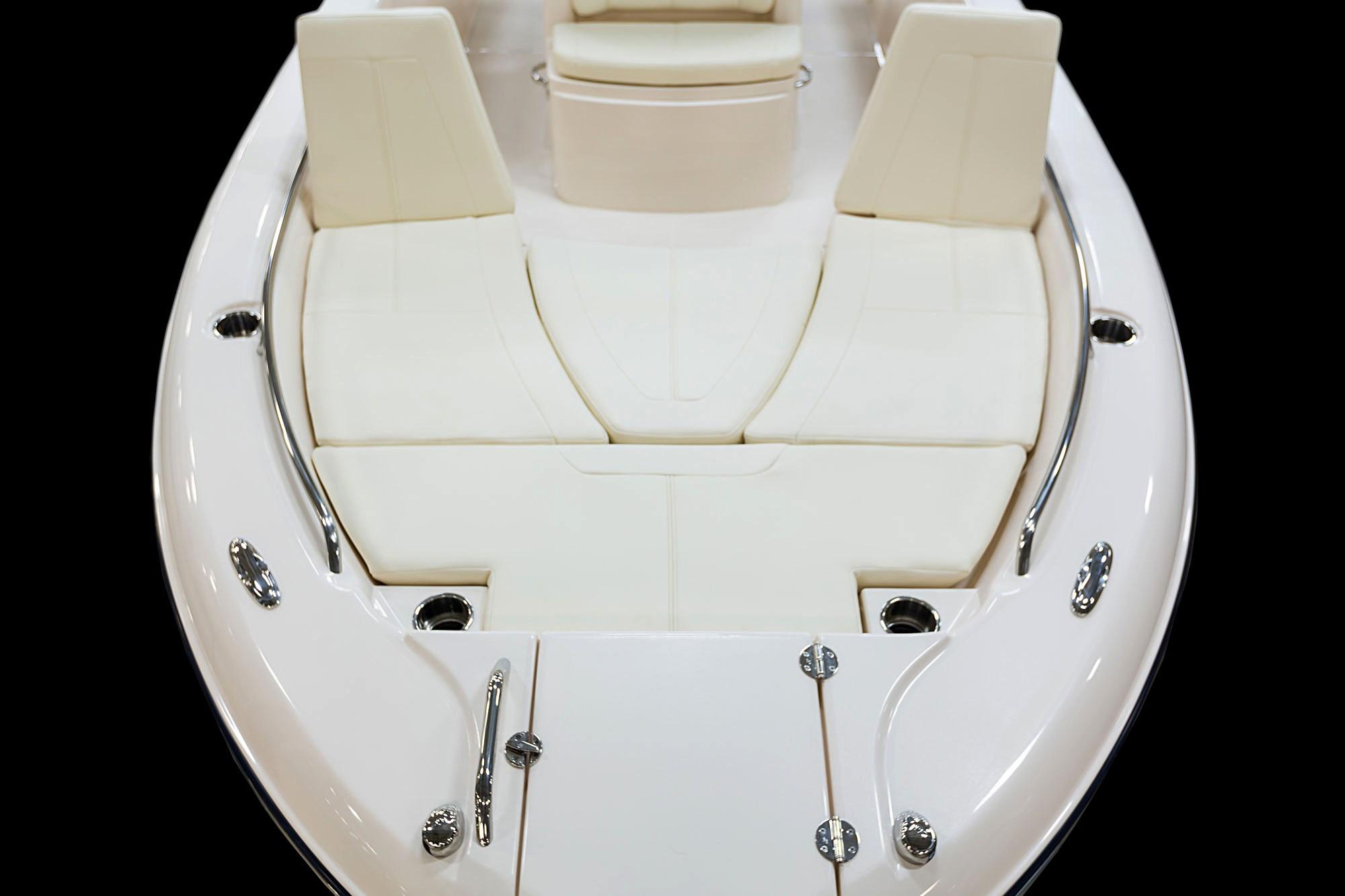 13_coastalexplorer_251_bow_seats_backrests.jpg
