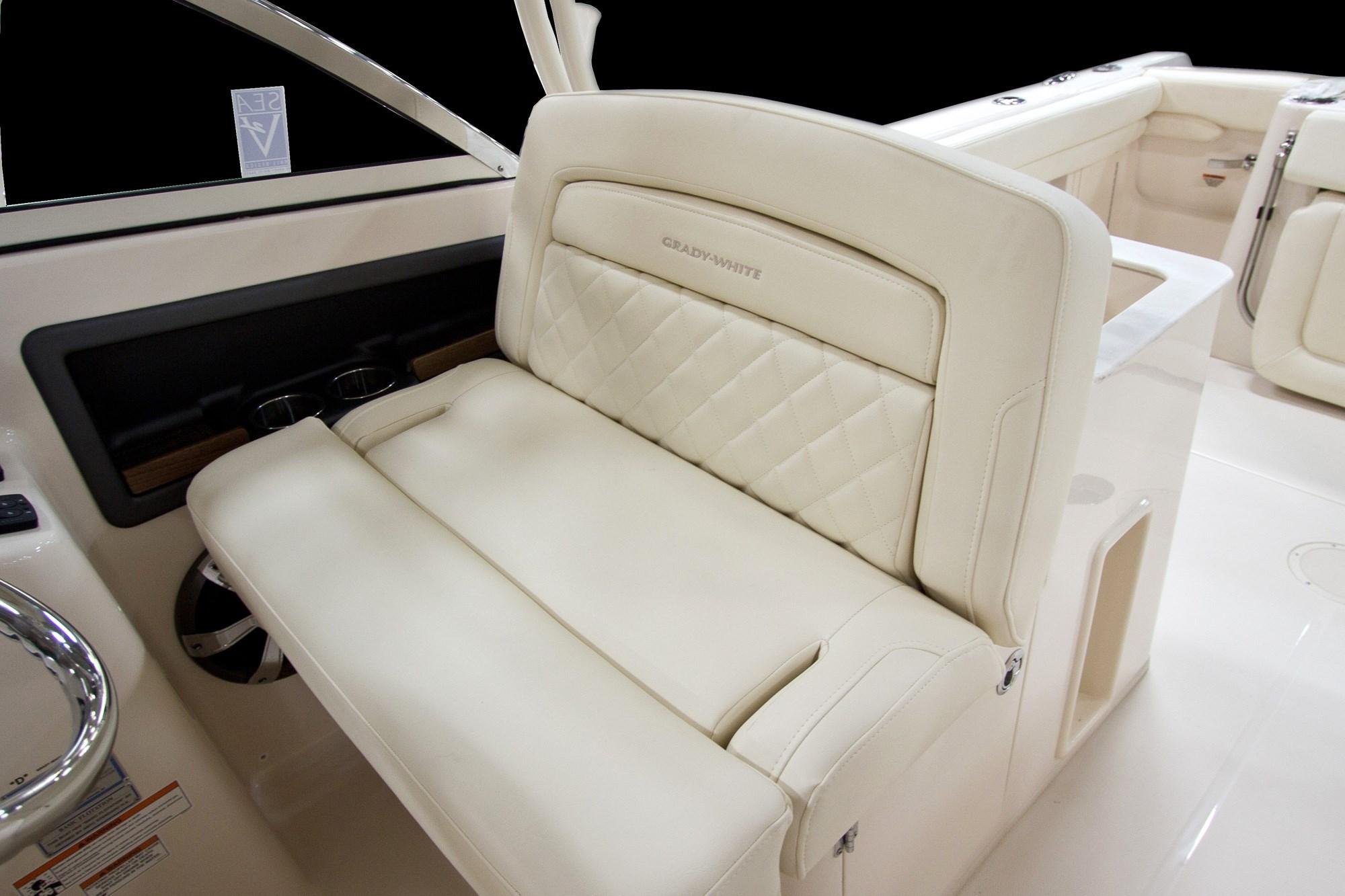 A14_freedom_285_helm_seat.jpg