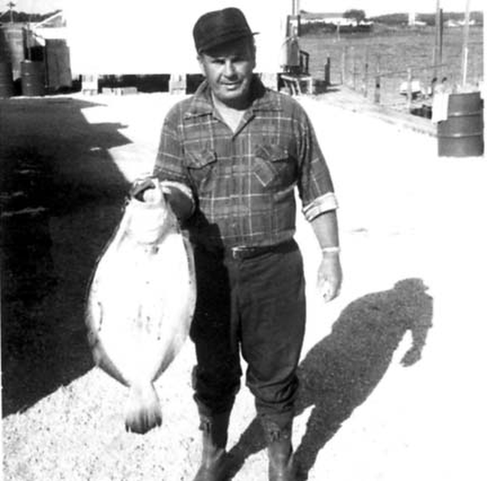 70s Fred Born Valley Stream 12lb Fluke 1mile due south of fishin.jpg
