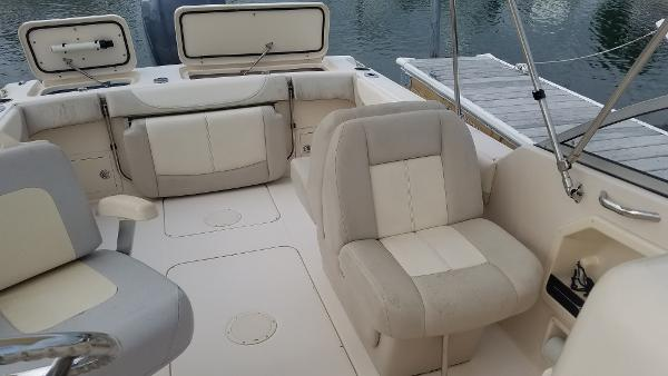POE-Pre-Owned 2012 GW Freedom 225_seating.jpg