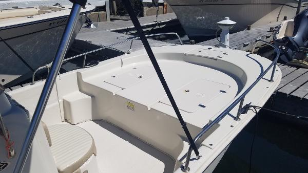 2016 Carolina Skiff 218 DLV_bow.jpg