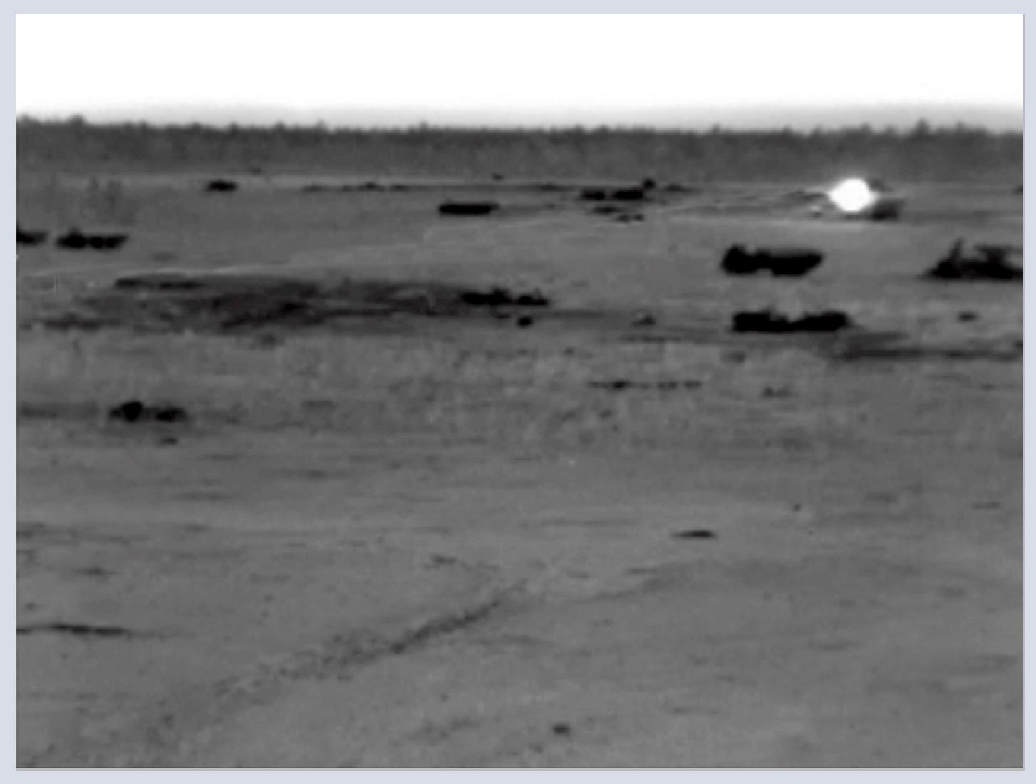 Figura 4. Un láser observado mediante una cámara de visión nocturna    Fig. 4. A laser seen using a night vision camera