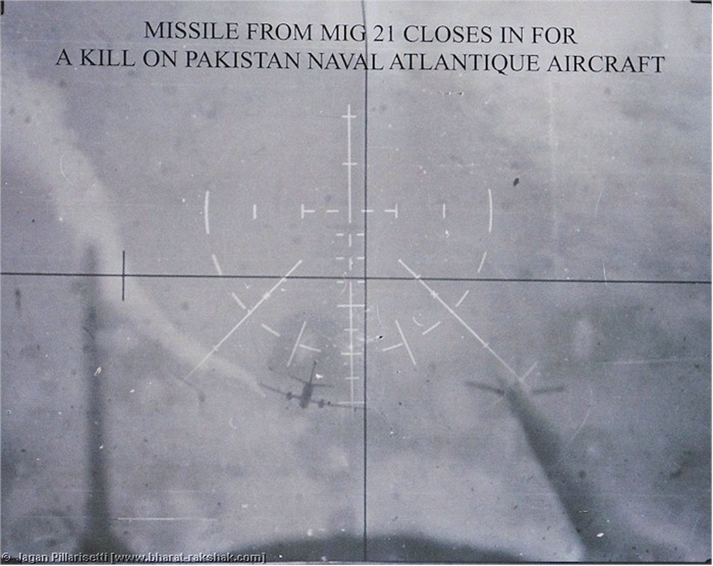 Cuadro de texto 2: Evidencia en las imágenes militares    Text Box 2: Evidence in military images