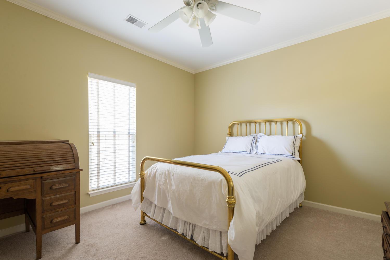 19 Bedroom3.jpg