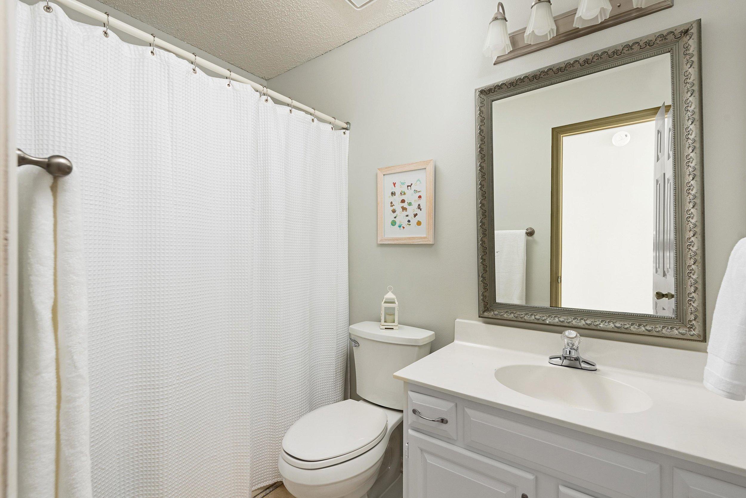 Bathroom Upstairs.jpg