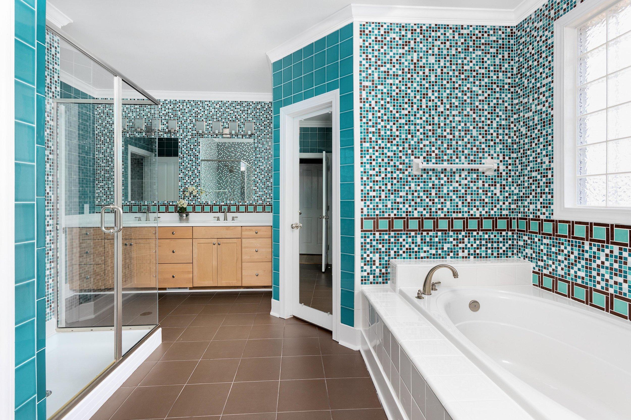 13. Master Bath.jpg