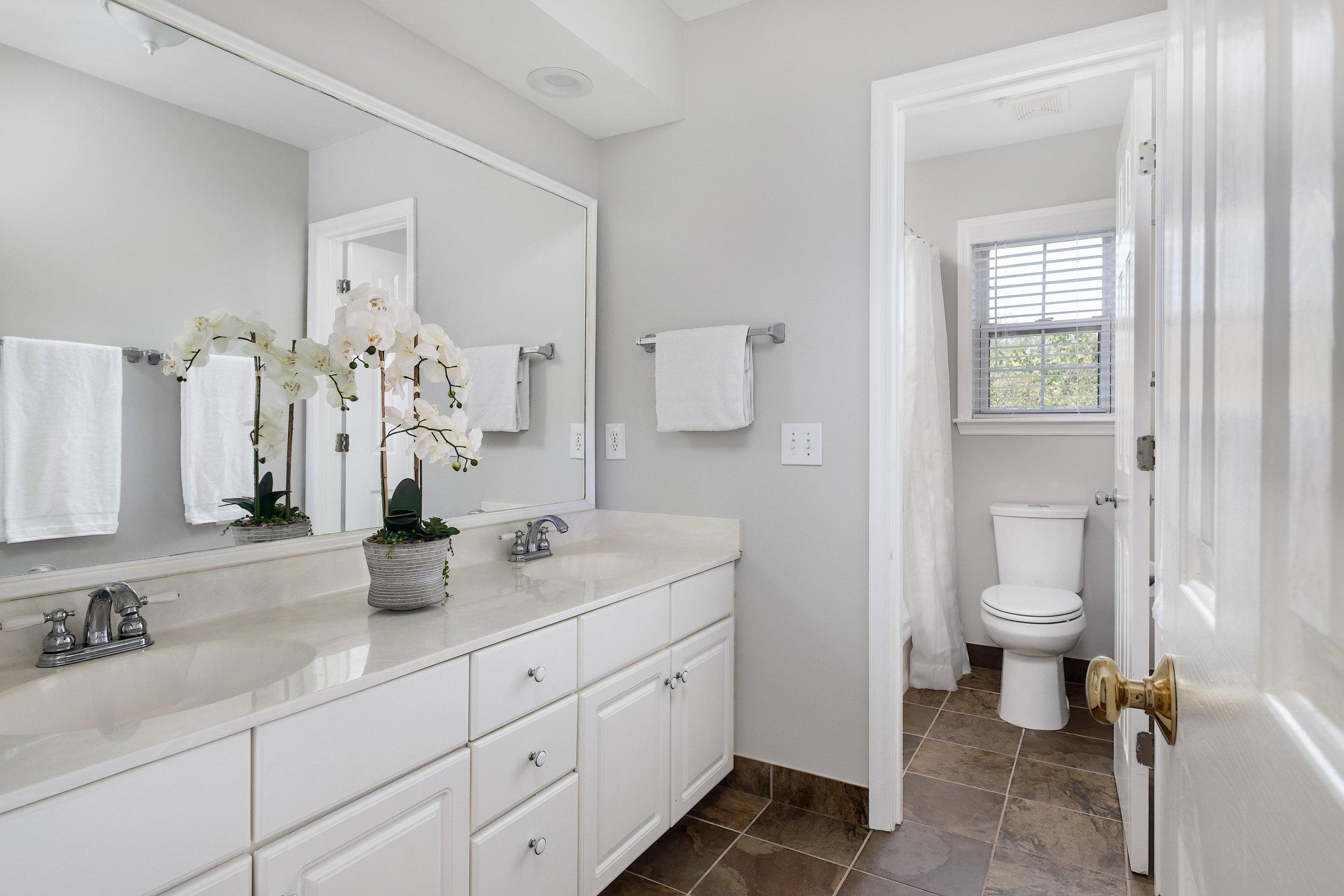 14 Guest Bath.jpg