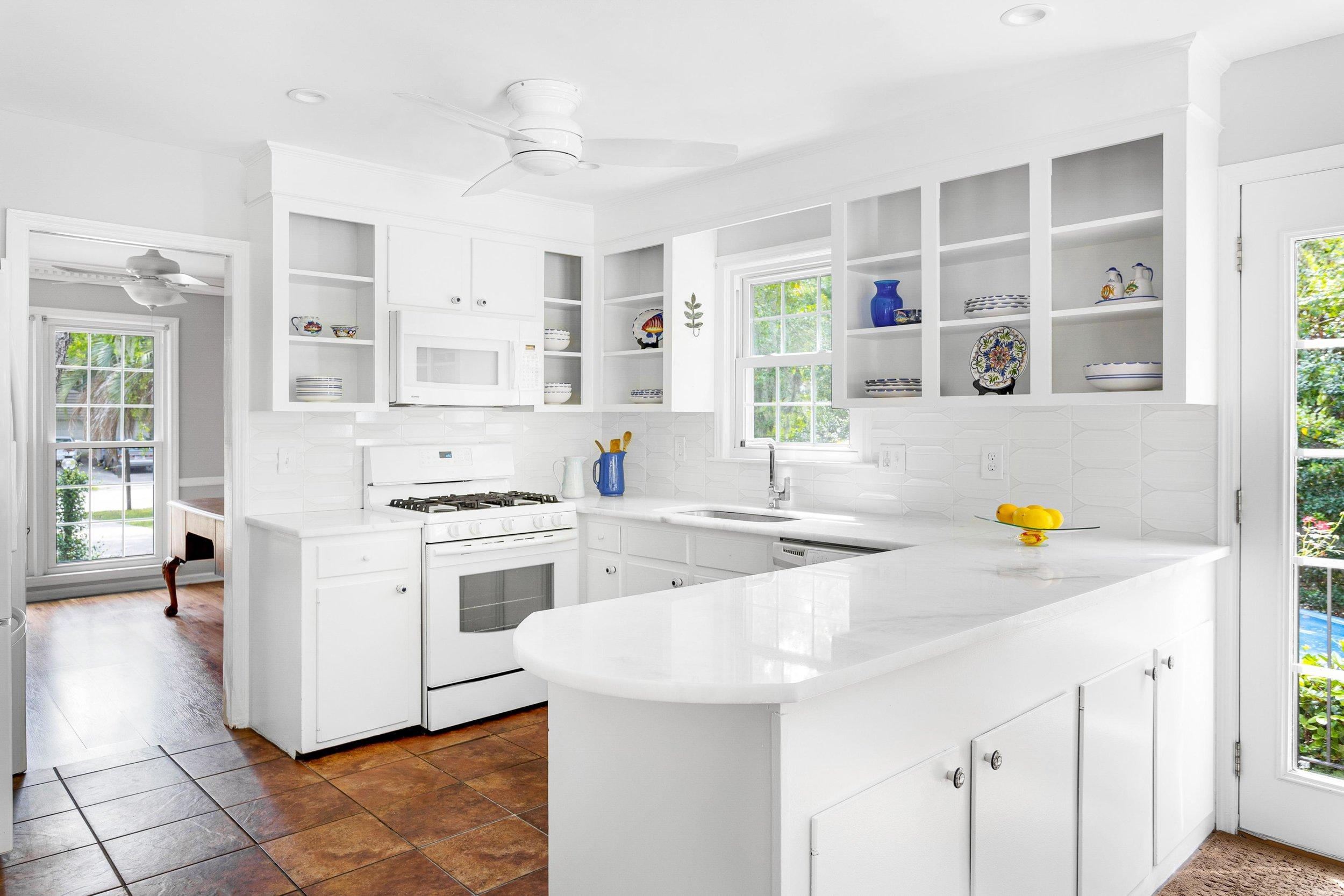 7. Kitchen.jpg