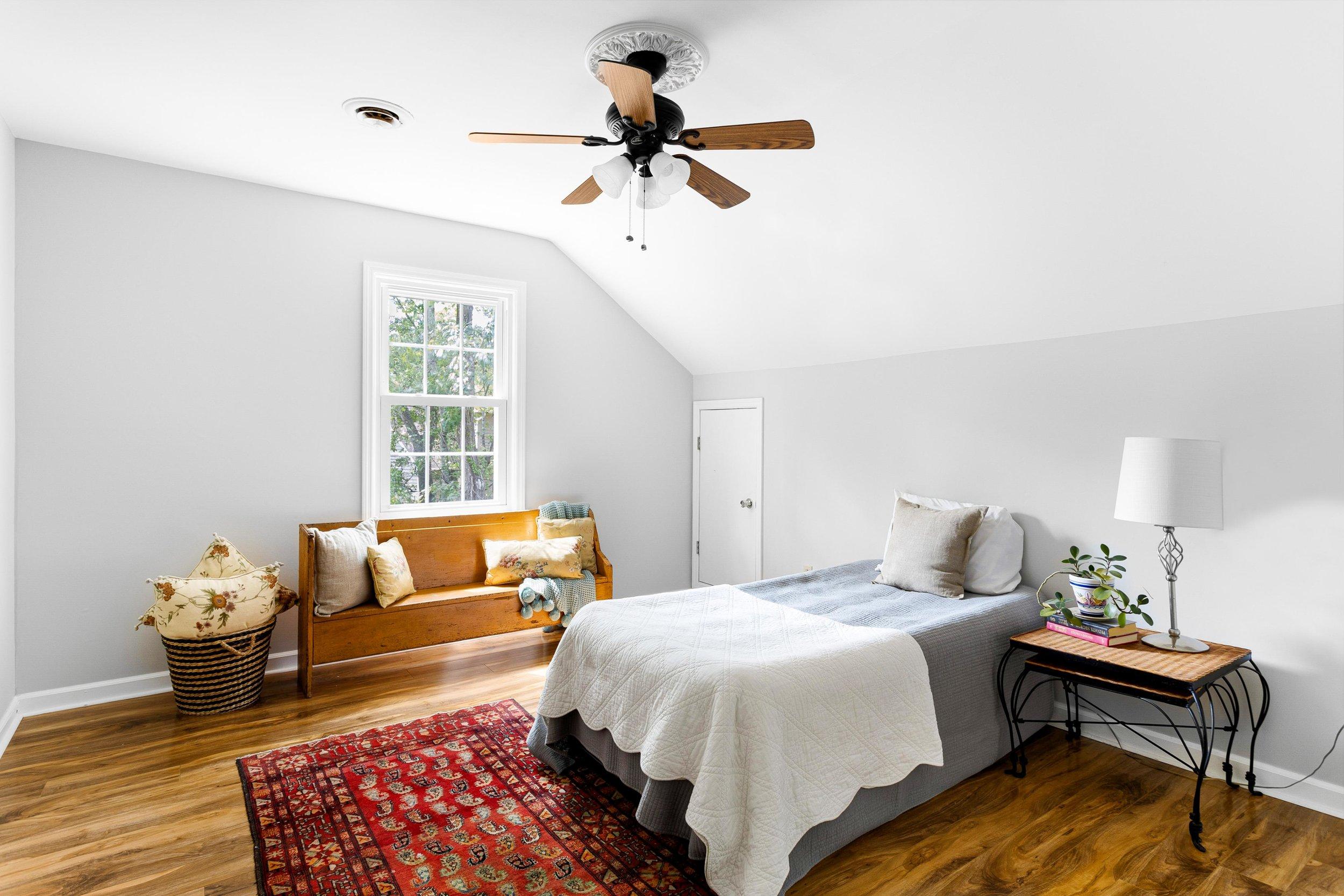 14. Guest Room.jpg