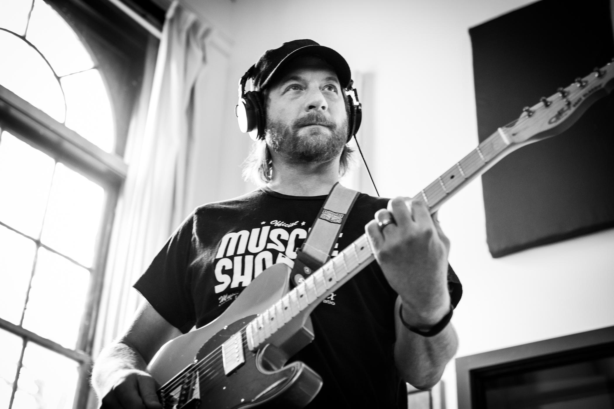 Aaron_Guitar-7577.jpg