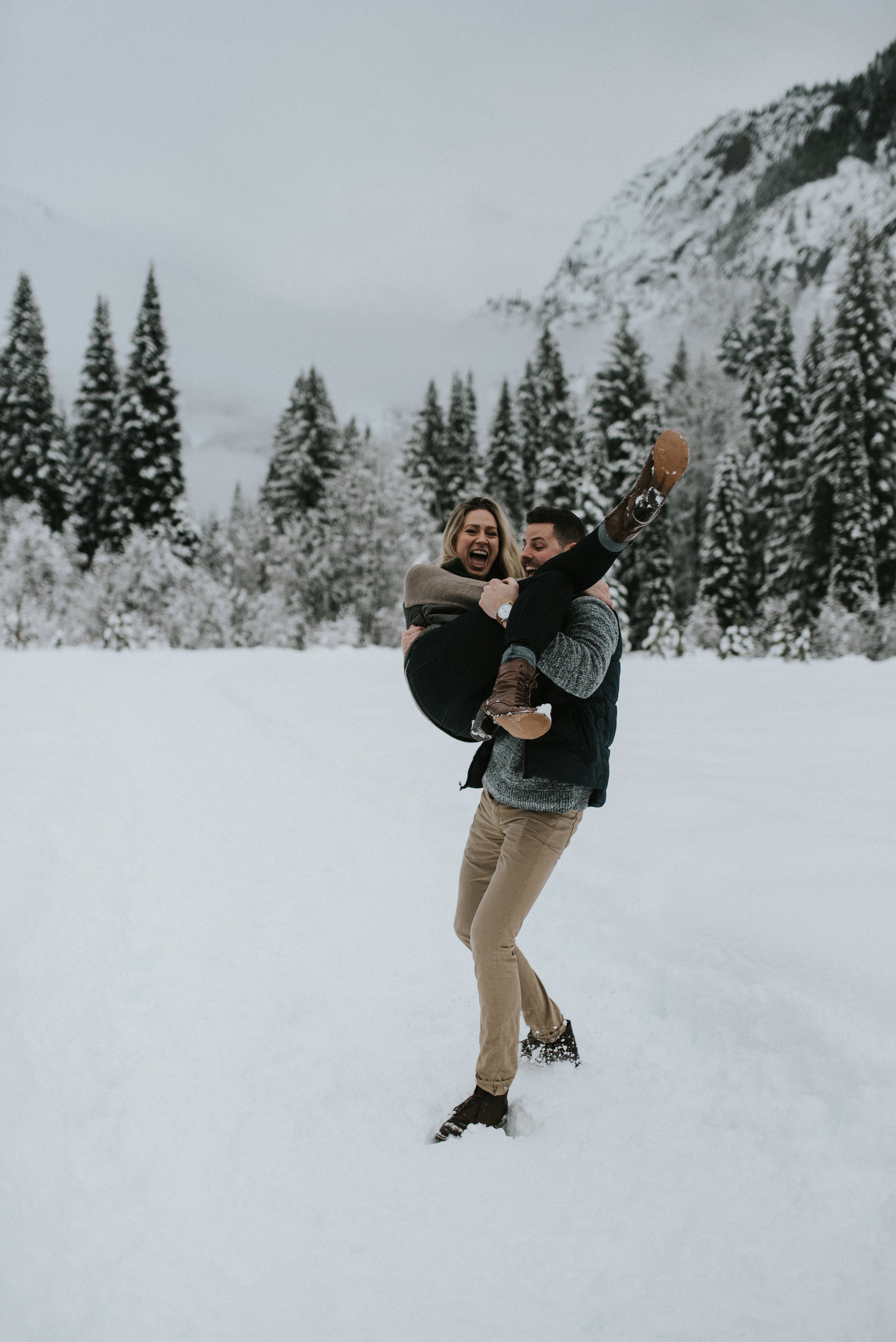 Snowy engagement session in the North Cascades. PNW photographer for elopements and weddings.