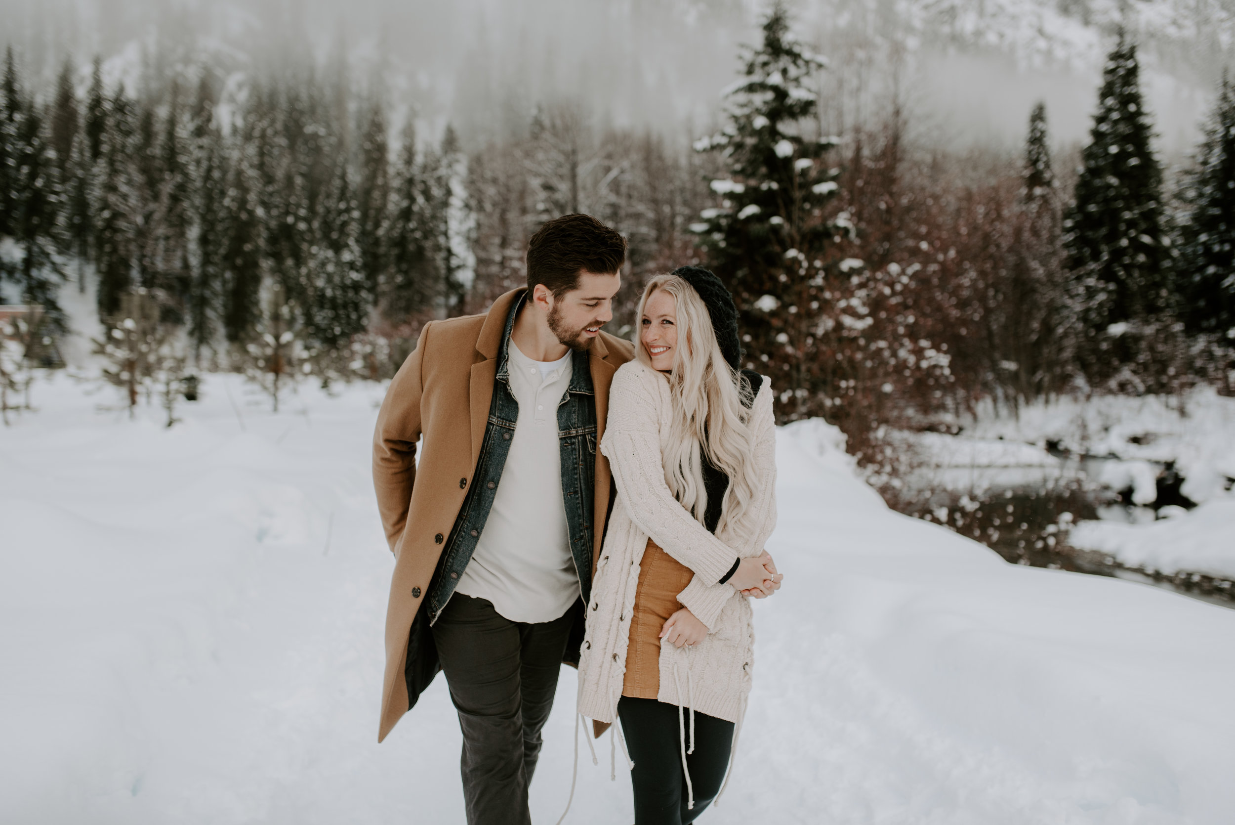 PNW elopement and wedding photographer for Washington and Oregon.