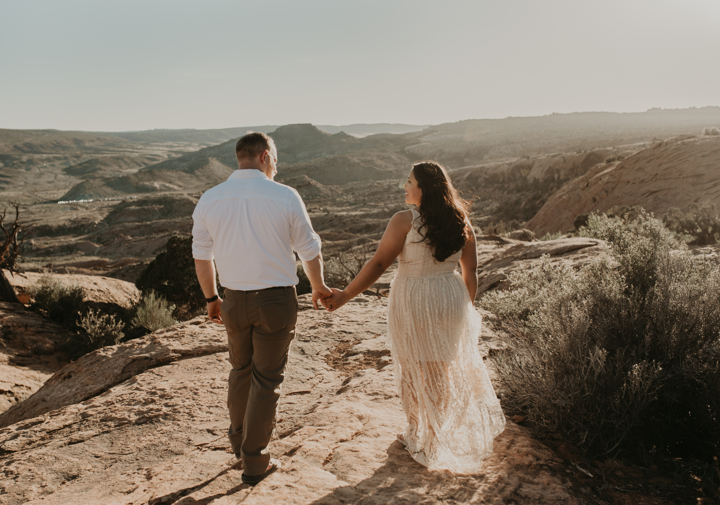 Elopement photos at the Delicate Arch in Moab