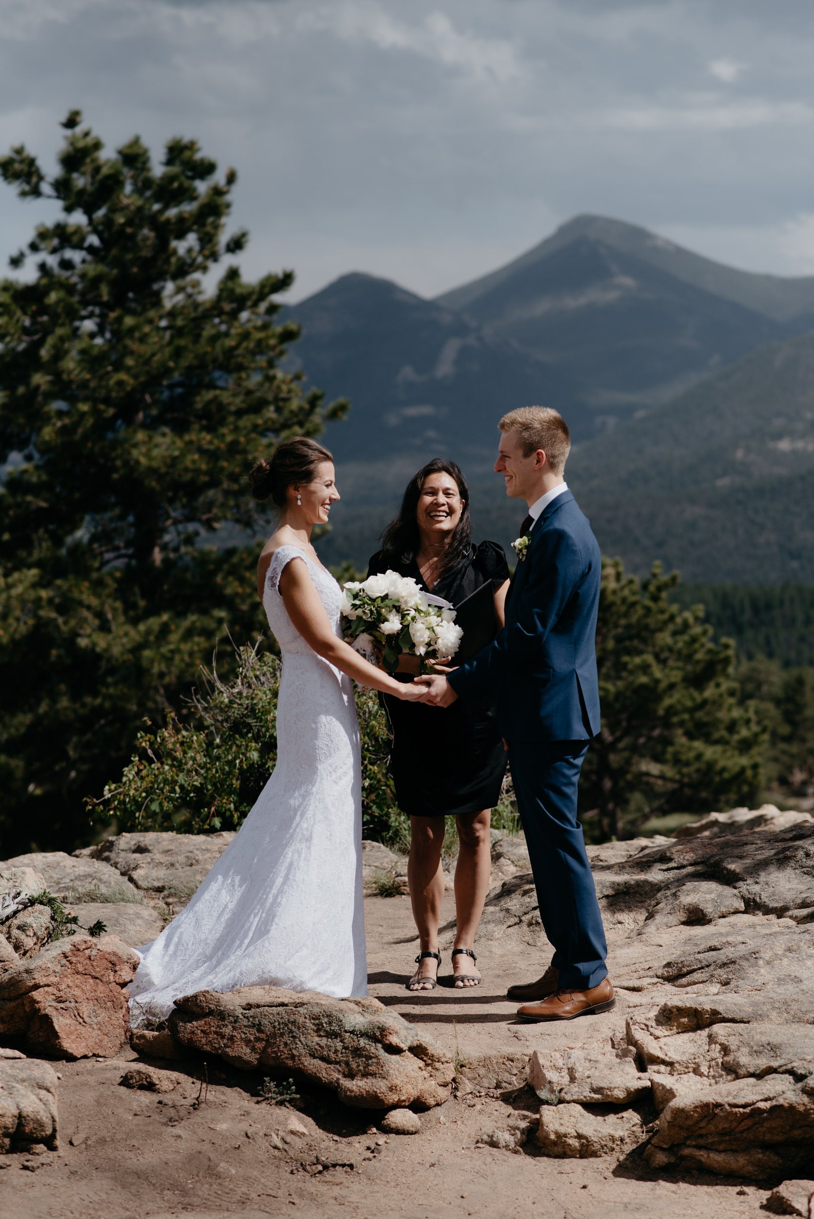 3M Curve wedding ceremony in Rocky Mountain National Park.. Colorado wedding and elopement photographer.