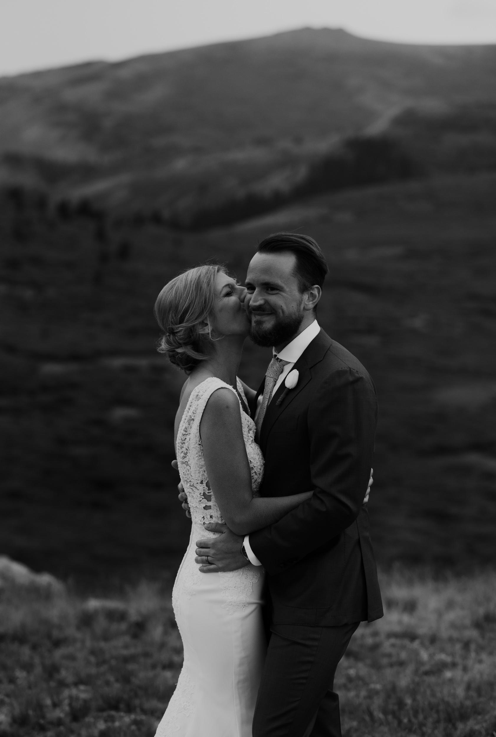 Colorado wedding and elopement photographer. Wedding photo inspiration.