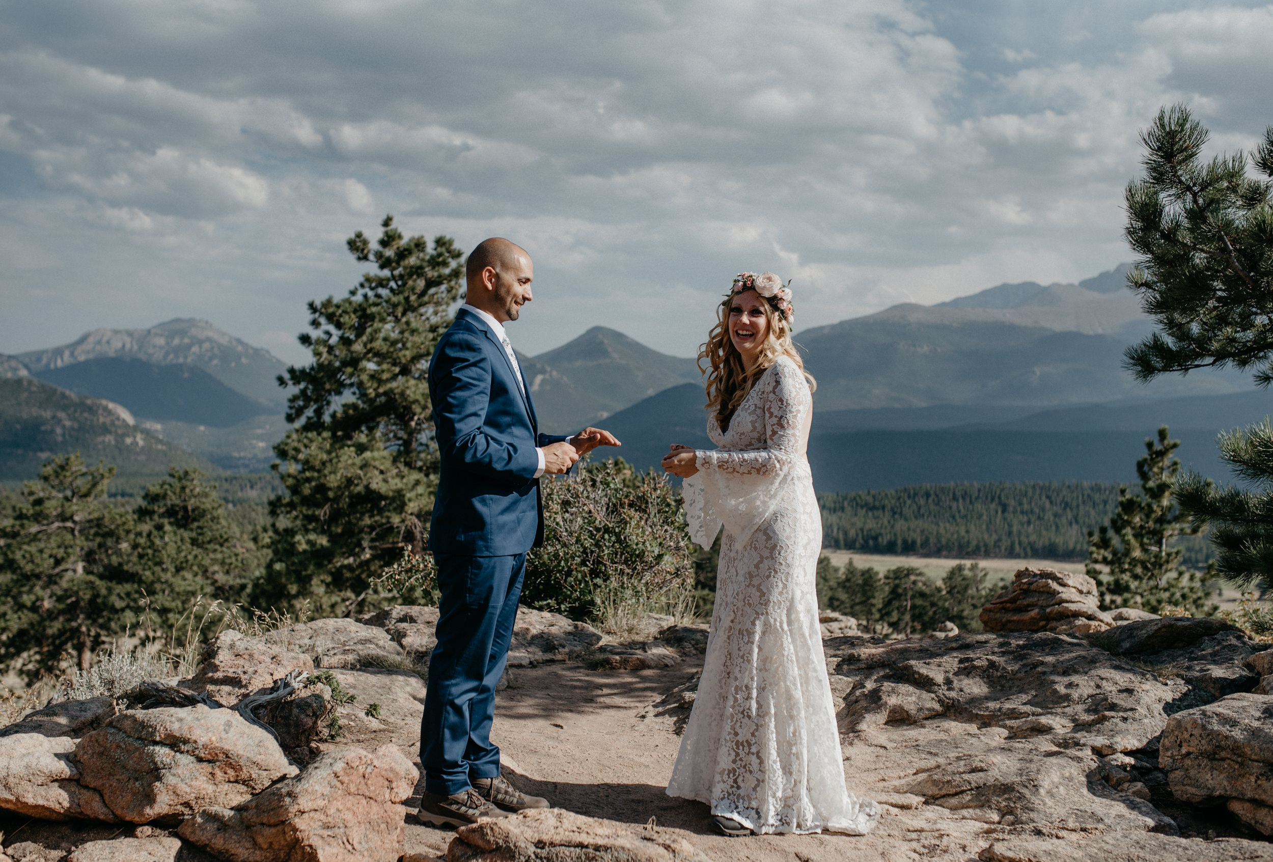 Ceremony at 3M curve in Estes Park. Colorado elopement and wedding photography.