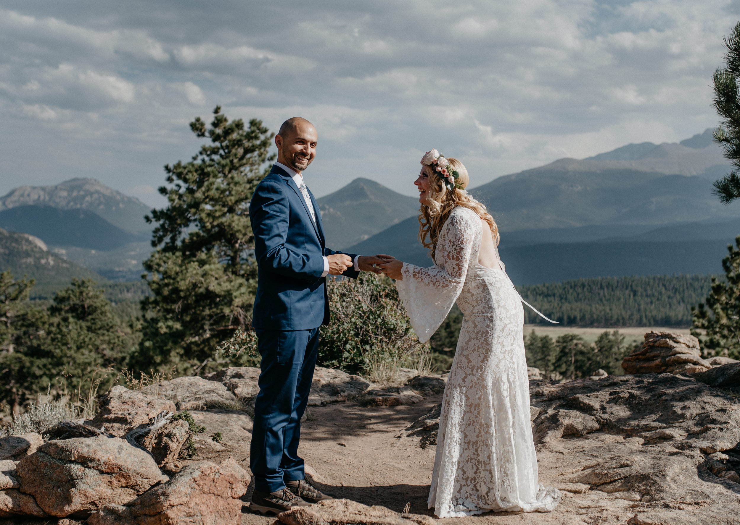 Colorado elopement photography. 3M curve elopement in Rocky Mountain National Park.