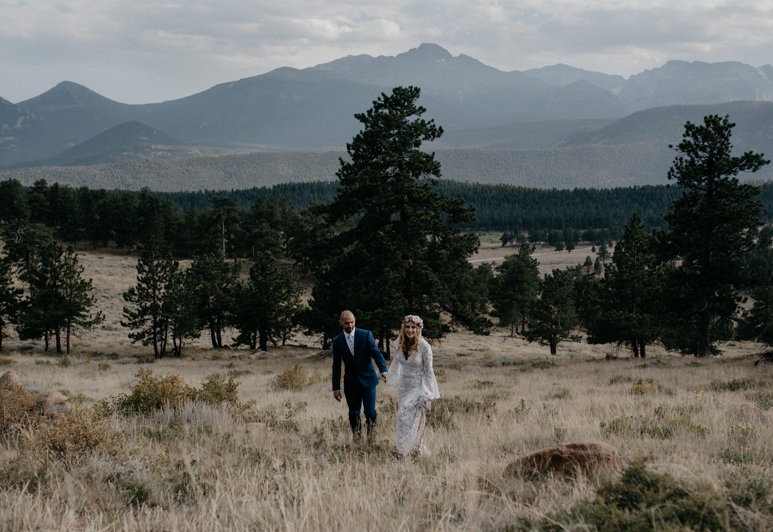 Colorado elopement photos at 3M Curve. Rocky Mountain National Park wedding photographer.