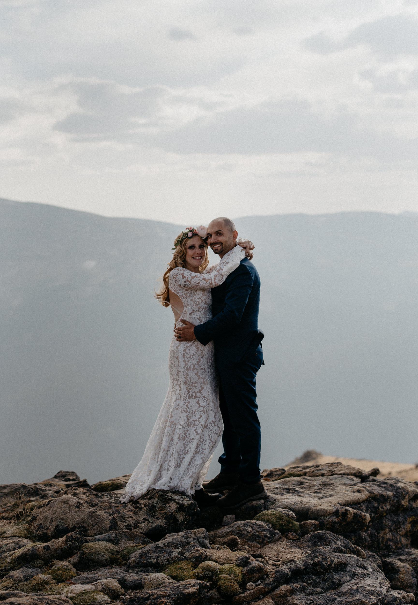 Colorado intimate wedding and elopement photographer.. RMNP elopement.